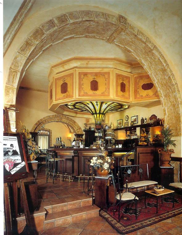 Bar pub oscar dalan design for Dalan hotel